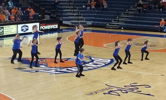 BU BBALL Court dance